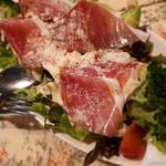 野菜とアボカドと生ハムのシーザーサラダ