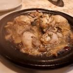 カッチャトーレ - 牡蠣とキノコのアヒージョ