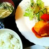 連れてっ亭 - 料理写真:黒豚ヘレひとくちカツとカニクリームコロッケの盛り合わせ【平日10食限定日替りランチ】/御飯、味噌汁、サラダ、漬物付き