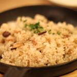 近江牛Steak&Wine モダンミール - 香ばしい肉入りガーリックライス