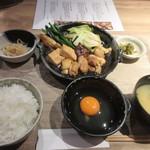 Hakatajidorisemmonryourifukueikumiai - 暫く待つと注文した「鶏すき御膳」1200円が席に運ばれてきました。                          ご飯の大盛りやお替りは無料です。