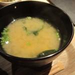 はかた地どり専門料理 福栄組合 - お味噌汁は豆腐とわかめのお味噌汁でした。