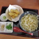 中村屋 - 料理写真:かけうどんwithちくわ天