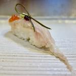 73174503 - [2017/09]寿司⑦ かれいの握り いくら 昆布 わさび乗せ