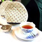 73174790 - セットの紅茶はポットサービスです。