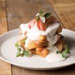 フリーマン カフェ - 桃のタワーフレンチトースト