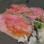 ステーキ&焼肉 食べ放題 300B ONE - ローストビーフ ズームアップ