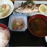 呑み喰い処 奥飛騨 - アジ塩焼き定食(680円)