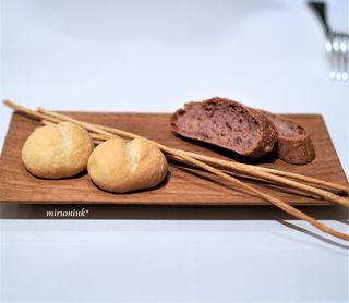 パッソ・ア・パッソ - 自家製パン 赤ワインとクルミのパン 山椒のグリッシーニ とうもろこしのパン
