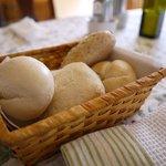 カフェブロッサム - ローストビーフと子羊のグリルに付くパンが美味しい