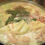 ひなた家 - モツ鍋(煮込中)