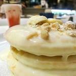 モロコバー - マカダミアナッツソースのパンケーキ