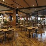 ラーメン魁力屋 - お店が入っているイオンモール神戸南3Fフードコート、Food Forest