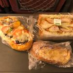 73181852 - 夏野菜ピザパン&玄米パンサンド(チキンカツ)&フレンチトースト
