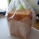 洋菓子工房 ケーキ屋 shimizu - 食パンも買ってみました
