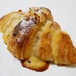 73185054 - Croissant aux amandes<クロワッサン ザマンド>  250円