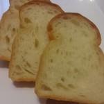 73188104 - 食パン(カットされてます)