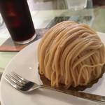 パティスリークロト - 料理写真:金のモンブラン アイスコーヒー