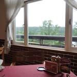 レストランカワヨグリーンロッヂ - 牧場の緑を見渡せる