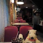 ドレミ - 店内も昭和のムード満点だよ~ ボキらは珈琲をそれぞれホットとアイスで注文! (お店のメニューでは「アイス」でなく「コールド」になってるよ)