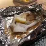 第三春美鮨 - 蒸し焼きにした新烏賊のとんびとミソ