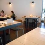 薬院マルシェ - テーブル席