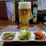 炭火焼 みや澤 - つきだしと生ビール