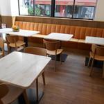 グリーン ビーン トゥ バー チョコレート - 奥のテーブル席