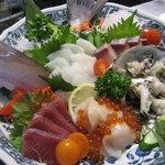 鉄板酒場 焼酎ミュージアム - お刺身写真2枚目! 何の魚が食べたいか、リクエストも承ります☆