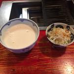 73200521 - (左)丼ビール  (右)お通しのキャベツサラダ