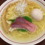 73202228 - 鮮魚X鶏清湯(塩) (800円)  + 味玉 (100円)