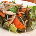 NUTS RESORT DUO - サーモンと旬野菜サラダ