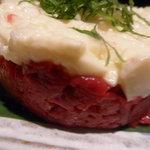 とめ手羽 - 馬ユッケと山芋のタンバル仕立て アップ
