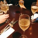 フレンチカフェレストラン 神楽坂 ル コキヤージュ - シャンパンで乾杯♡