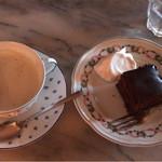 カフェ レ ジュ グルニエ - ミルクティーとガトーショコラ