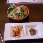 73211989 - 牛の蔵ランチのサラダとキムチと肉味噌