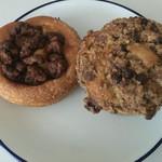 73212169 - くるみパンと、チョコチップマフィンは、おやつに!中はくるみもチョコもぎっしりですが、程よい甘さ!