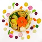 ラ・ベルリュンヌ - 料理写真:五味五色野菜と自家製ソシソンのポリリズム タルト仕立てで