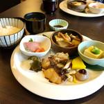 こやすカフェ - おばんざいとご飯・味噌汁