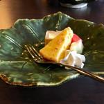 こやすカフェ - オレンジのシフォンケーキと紅茶のプリン