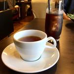 こやすカフェ - ホットティーとアイスコーヒー