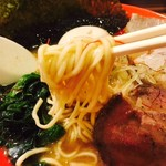 ラーメンダイニングJingu - 早速恒例の麺リフト!