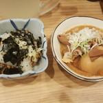 晩杯屋 溝の口店 - いか納豆と煮込み(玉子入り)