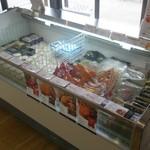 五島軒 - 店内・冷蔵ケース
