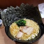 横濱家系ラーメン つかさ家 - ラーメン 海苔増し