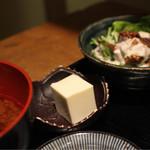 すしと酒 手水や - アボカドのムース。 煮こごり の様な食感。 箸休めに楽しい一品。