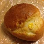 スワンベーカリー - 料理写真:ブラザーコーン 140円