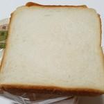 パン工房 こと葉 - 食パン(260円)です。