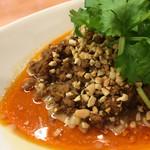 中華そば 呵呵 - 汁なし担担麺の左側 ナッツ・挽肉