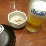 居酒屋 NIJYU-MARU - スーパードライ中ジョッキ460円(税込)とお通し